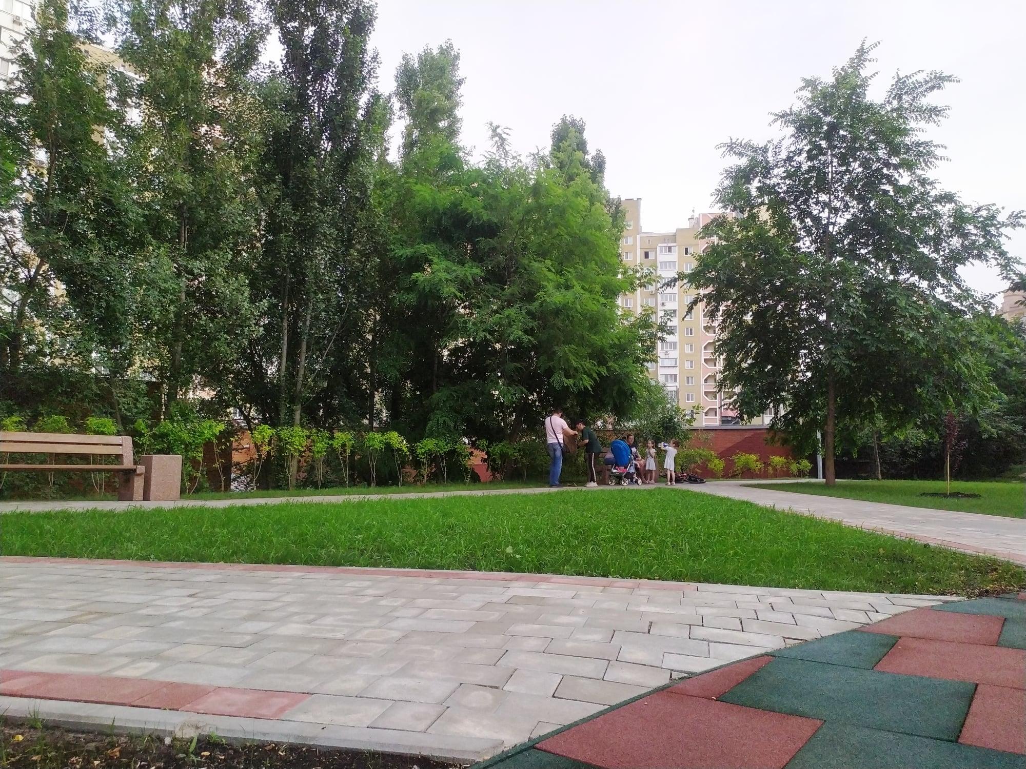 """На Шулявке районе отремонтировали сквер. Фото: """"Киевзеленбуд"""""""
